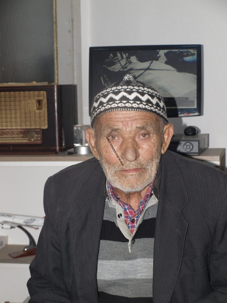 Ahmet OKUTUCU ellerinde bir fotoğrafı dahi bulunmayan kardeşi İsmet OKUTUCU'yu arıyor...